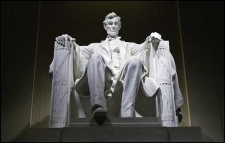 Abraham-Lincoln-Memorial-statue-Washington-DC